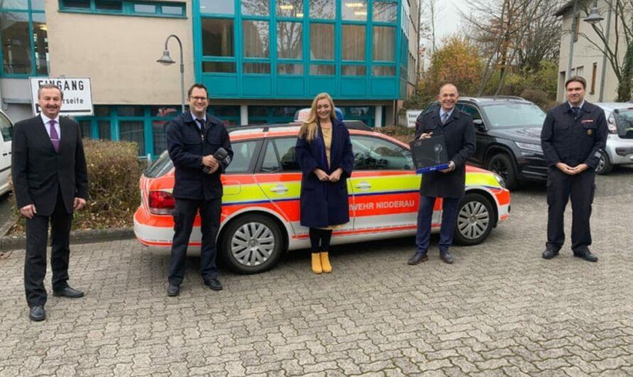 SV Sparkassen Versicherung spendet der Feuerwehr Nidderau eine Wärmebildkamera